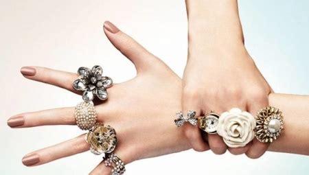 Juvelierizstrādājumi: stilīgi sieviešu gredzeni (94 fotogrāfijas): kāzas, lieli, ar akmeņiem ...