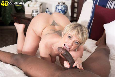 Banged The Pussy Of Firsttime Short Haired Milf