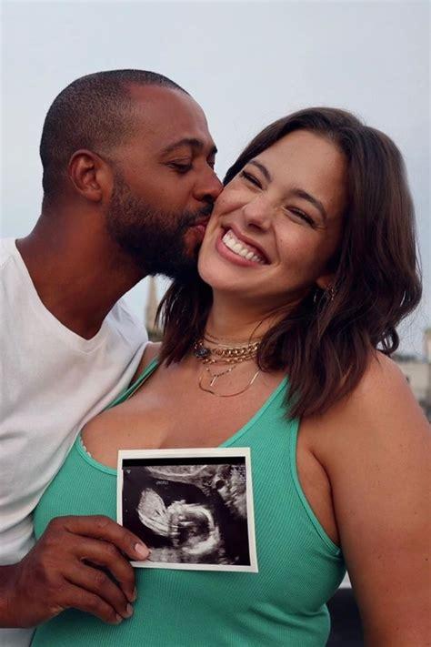 Ashley Graham está grávida de seu primeiro filho Revista