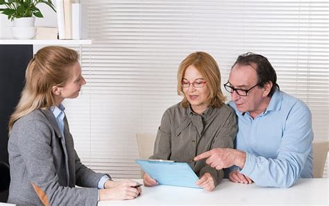 Learn how an insurance agent differs from a broker, and how each makes money from the premiums you pay on your policies. What Insurance Brokers Do to Help - Orr & Associates