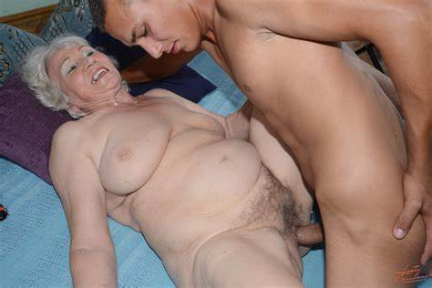Mature Shemale Poundings Her Butthole Pounded